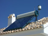 住宅の屋上の低圧の太陽給湯装置