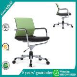 現代デザイナーオフィスの椅子