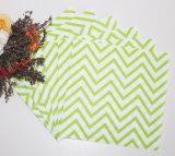 シェブロンの薄緑の紙ナプキン