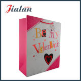 El día de encargo impreso insignia amarilla Womans del `S de la tarjeta del día de San Valentín lleva la bolsa de papel