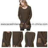 Lavori o indumenti a maglia del cachemire di modo delle signore di colore chiaro
