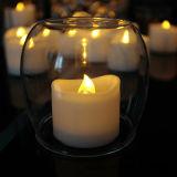 Una vela sin llama blanca más caliente LED Tealight con la flor