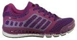 La gimnasia de las señoras se divierte los zapatos corrientes (515-9728)