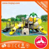 O jogo ao ar livre pré-escolar grande do navio de pirata ajusta brinquedos do parque de diversões