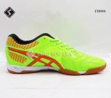 Крытые ботинки футбола для ботинок спортов людей