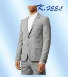 Die Männer, die grau sind, nehmen die passenden Wolle-Klage-Herr-Plaid-Anzüge ab, die Klagen Wedding sind