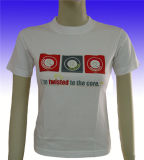 As mulheres dos vestuários da forma da manufatura da fábrica imprimiram o t-shirt
