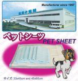 Rilievi respiranti del cucciolo dell'animale domestico imbottiti cucciolo di addestramento a gettare dell'animale domestico