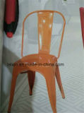 고전적인 옥외 다방을%s 산업 식사 의자 복사를 겹쳐 쌓이는 가구에 의하여 직류 전기를 통하는 의자