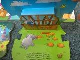 Les enfants polychromes préférés sautent vers le haut l'impression de livre (550011)