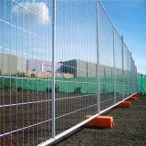 Evento pedestre das barreiras que cerc o cerco provisório de Ccb