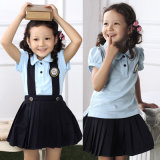 Chemise personnalisée en uniforme scolaire et jupe plissée
