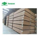 La hoja sin procesar barata del MDF del MDF de la madera tasa 2440mmx1220mmx25m m E2 para el material de construcción