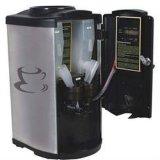Distribuidor da água com máquina do café