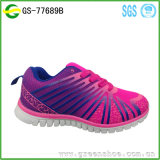 Différentes chaussures pour enfants en couleur Chaussures décontractées pour enfants