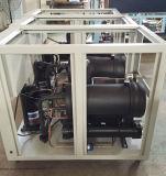 물은 공기에 의하여 냉각된 사출 성형 기계 냉각장치를 냉각했다