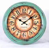 Horloge de mur en métal de style ancien de cru