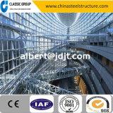 Fascio diretto della struttura d'acciaio dell'alta fabbrica di Qualtity della stazione ferroviaria