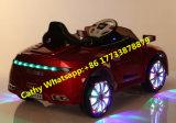 Le véhicule bi-moteur de gosses d'Audi joue la conduite électrique sur le véhicule