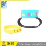 Bracelets multicolores de bracelet de bande de poignet de silicones avec le texte fait sur commande
