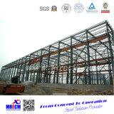 Fábrica de la estructura de acero con la grúa