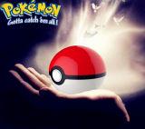 La Banca di cristallo di potere di Pokemongo di versione con il caricatore del Mobile della protezione di Pikachu