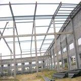 コンクリートの壁が付いている鉄骨構造の屋根