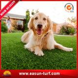 ペット装飾のための友好的な人工的な草の泥炭