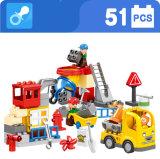 Plastikstadt-Aufbau-LKW blockt Spielzeug für Kinder