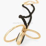 新しい宝石類の黒の革長いネックレスの女性のための円形の吊り下げ式の合金のネックレス