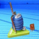 수동 수영풀 청소는 청소 솔을 도구로 만든다