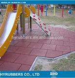 La gomma mette in mostra le mattonelle di pavimentazione di gomma di sicurezza della stuoia del pavimento