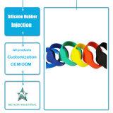 Il silicone promozionale personalizzato dei regali dei prodotti dello stampaggio ad iniezione della gomma di silicone mette in mostra il braccialetto