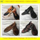 Manier Gebruikte Schoenen, Tweedehandse Schoenen, de Gebruikte Schoenen van Sporten voor Afrikaanse Markt