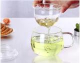 Alta taza de té de cristal de Borosiliacte con la infusión