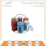 Tarro de cristal de la especia con la amoladora o el desplazador