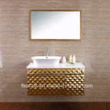 Vanità fissata al muro brillante dorata della stanza da bagno