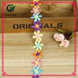 Guarnição poli colorida decorativa do laço da amostra livre para a roupa