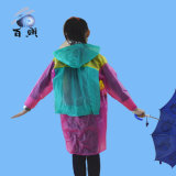 De Regenjas van het waterdichte Veilige Dierlijke Jonge geitje van het Beeldverhaal