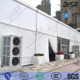Drezのイベントのエアコンの空気は見本市のための導管で送られたエアコンを冷却した