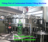 Machine de remplissage automatique de boissons gazeuses dans une bouteille d'animaux de compagnie