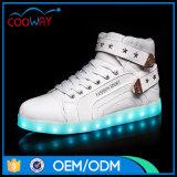 中国の工場高品質LEDの人の靴は偶然靴をつける