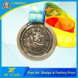 Medaglia in lega di zinco personalizzata poco costosa del metallo placcata oro con il nastro