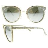 نمو مرآة يستقطب نظّارات شمس لأنّ رجل/إمرأة