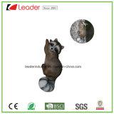 Figurine novo do esquilo de Polyresin com um gancho do metal para a decoração da árvore e da parede