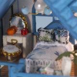 Casa de boneca de madeira encantadora popular da forma DIY das crianças dos miúdos novos