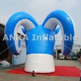 Gigante inflable modelo 3D de dibujos animados en la azotea de cabra