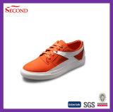 Nuevos zapatos de moda para jóvenes