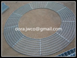 キャットウォークによって鋸歯状にされる環状の鋼鉄格子
