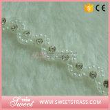 女性の衣服のためのプラスチック白い縁のコップのラインストーンのトリミング